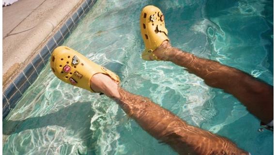 Kuidas inetutest Crocsidest sai ülemaailmne (moe)edulugu